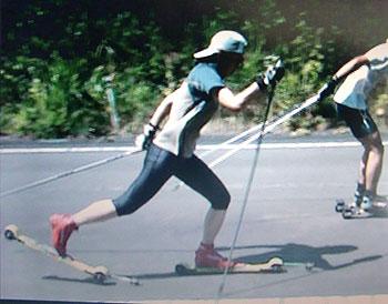 [写真]横山寿美子コーチのフォーム動画から