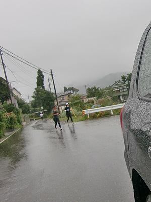 [写真]雨の日でのランニング