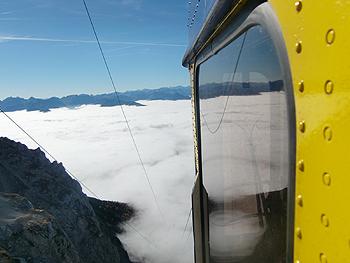 [写真]2700mから雲海へ降りるゴンドラ