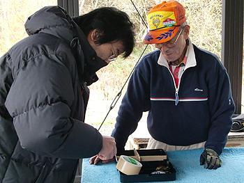 [写真]荒井会長と網走市スポーツ課の前田参事