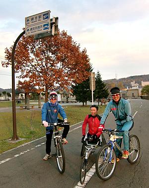 [写真]午後は、サイクリングロードで持久走