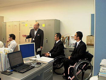[写真]長田弘幸、久保恒造選手が北海道支店・北海道事業所を訪問
