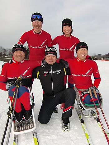 [写真]日立ソリューションズスキー部のメンバー