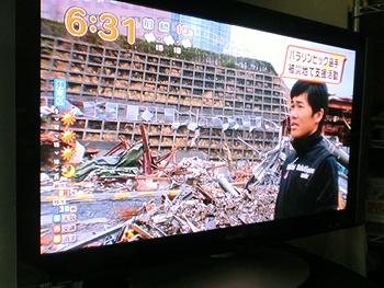 [写真]被災地に愕然とする新田選手