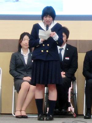 [写真]自己紹介する阿部友里香