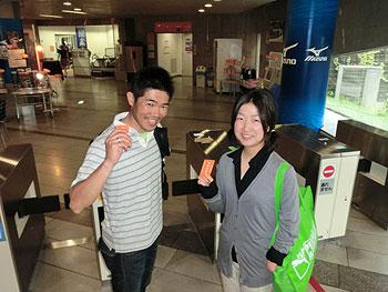 [写真]東京体育館のトレーニングジムで新田佳浩選手と太田渉子選手