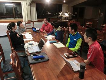 [写真]夜のミーティング10km42分48秒