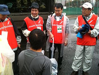 [写真]小野後援会会長も応援に駆けつけた