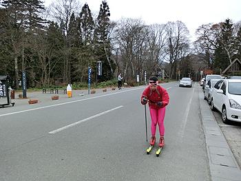 [写真]35km上りのローラースキー
