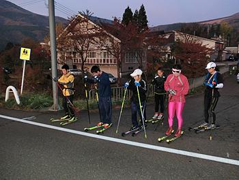 [写真]6時スタート、35km戸隠神社めざして