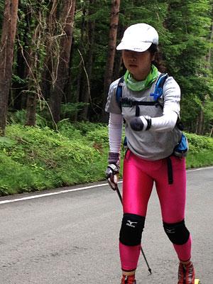 [写真]ローラースキーで走る太田渉子