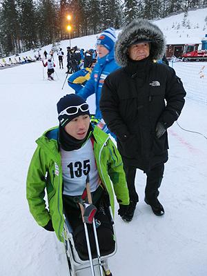 [写真]スキー部部長 新美専務が激励!