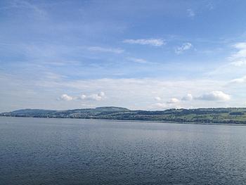 [写真]湖の周りをジョギング