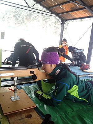 [写真]バイアスロン射撃トレーニング中の太田渉子