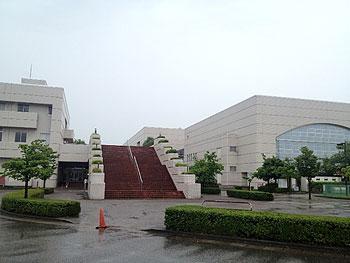 [写真]富山空港の隣にある総合体育館