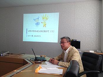 [写真]メンタルトレーニングについて話されている荒木雅信先生