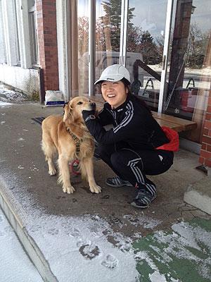[写真]犬と太田選手