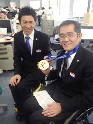 [写真]名解説員長田さんに報告
