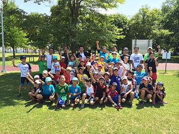 [写真]旭川のクロカンスポーツ少年団のみんなと集合写真