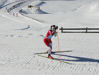[写真]レース中の阿部友里香