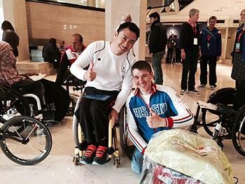 [写真]ロシアのアレクシー選手と久保恒造選手