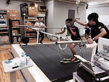 [写真]阿部友里香選手のローラースキー測定
