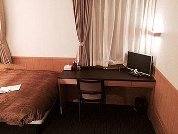[写真]部屋のデスク