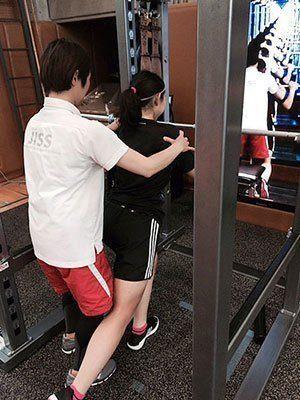 [写真]HPG(ハイパフォーマンス・ジム)でのトレーニング講習 阿部友里香選手