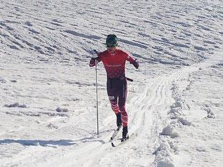 [写真]完成したコースで走る新田佳浩選手