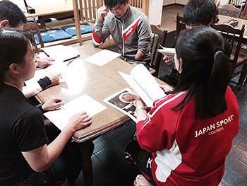 [写真]栄養のマルチサポートを受ける選手たち