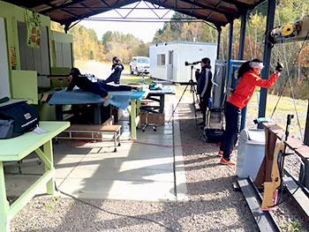 [写真]射撃場に集まるバイアスロンチーム