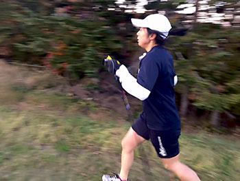 [写真]ポールジャンプ 出来島桃子選手