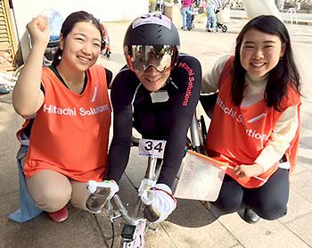 [写真]長田弘幸選手と太田渉子さん、阿部友里香選手