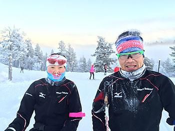 [写真]雪をかぶった新田佳浩選手と阿部友里香選手