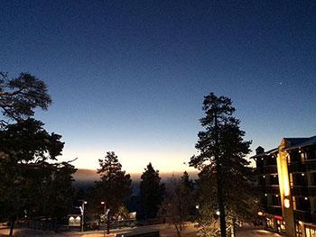 [写真]まだ星が見える晴天の朝