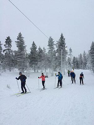 [写真]クロスカントリースキーを楽しむ人