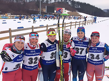 [写真]立位女子決勝に出場した6名の選手と阿部友里香選手