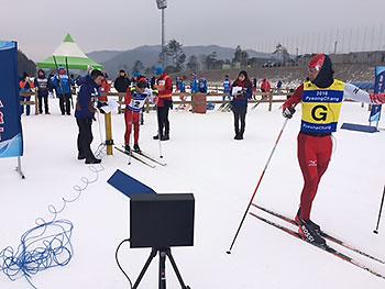 [写真]レース中のガイドの藤田佑平選手と高村和人選手