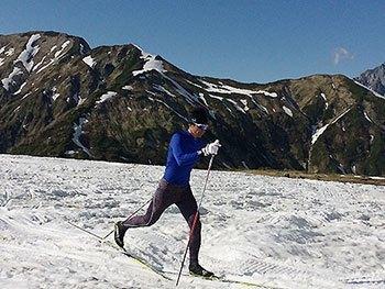 [写真]スキートレーニングするレンティング陽選手