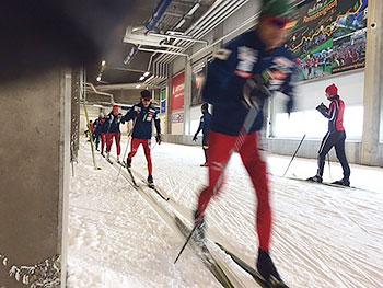 [写真]インターバルトレーニングする選手たち