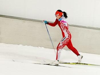 [写真]スキートレーニングする阿部友里香選手