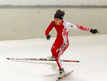 [写真]スキートレーニングする川除大輝選手