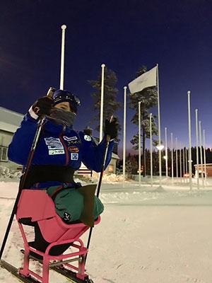[写真]シットスキーに乗った新田のんの選手