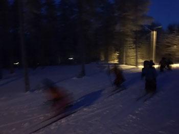 [写真]まっ暗な午後3時の練習