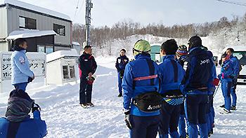 [写真]自衛隊体育学校冬体育教育室長から激励をいただきました