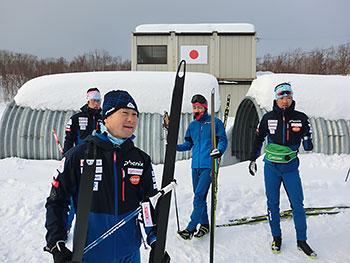 [写真]長濱コーチや選手たち