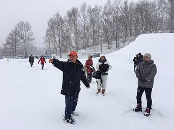 [写真]説明する菊地理事長