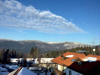 [写真]窓から見える山々