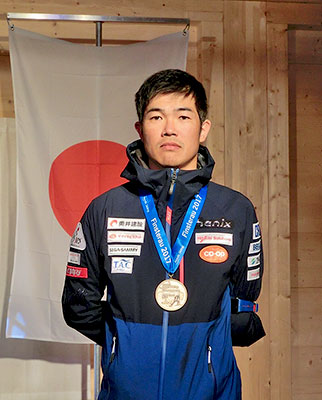 [写真]新田佳浩選手表彰式クラシカルロング3位