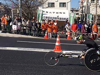 [写真]2017年の東京マラソンでの久保恒造選手